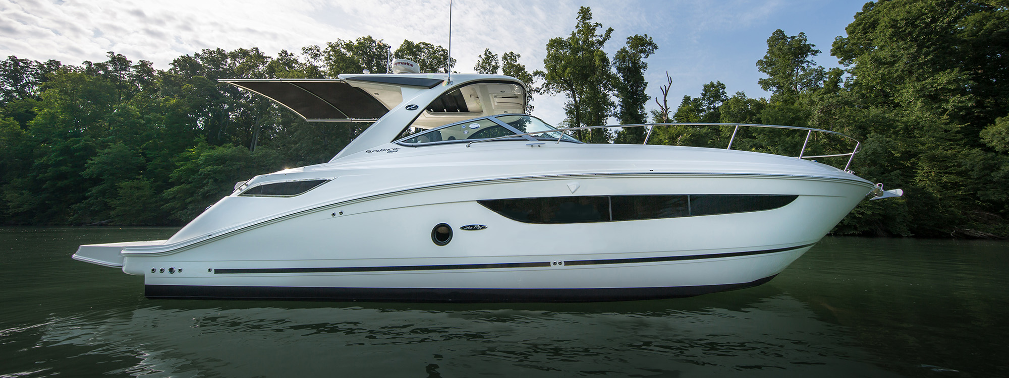 Sea Ray 350 Sundancer side view
